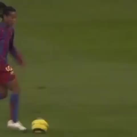 FC Barcelonas post on Vine - Great Barça goals at the Bernabéu: @10ronaldinho RT to support Barça in the #ClassicFCB | #VineFCB - FC Barcelonas post on Vine