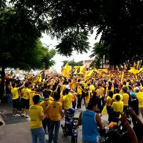 Vine by GAGR - Alrededor de 500 barcelonistas están en la concentración de BSC @radiodiblu