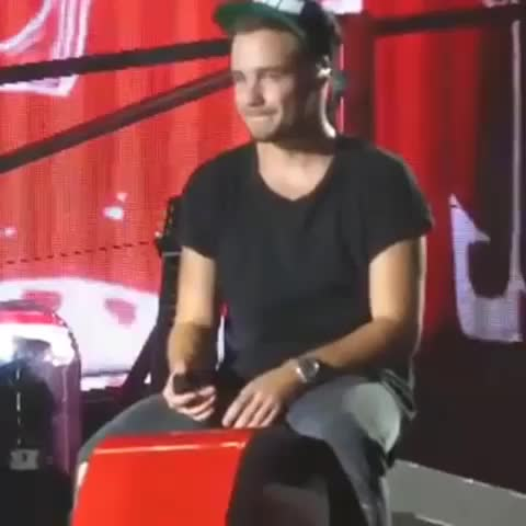 "Vine by 1Dxclusive Clips - ""Never did i think id be stood on a stage infront of thousands of people on my birthday"" #liampayne #onedirection he started crying! #proud"