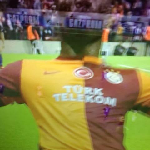 Galatasaray Vine – Drogba& TT Arena çimlerinde kayışı izle