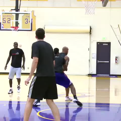 Lakerss post on Vine - Some 5-on-5 action from El Segundo. - Lakerss post on Vine