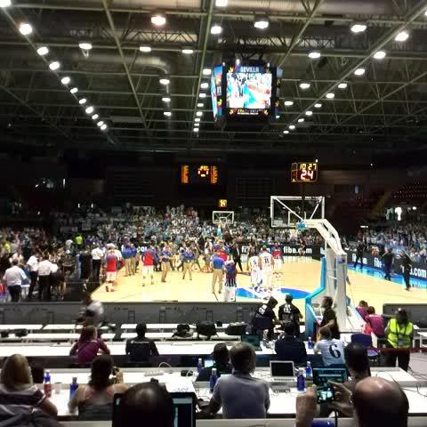 """TyC Sportss post on Vine - Atrona el """"Vamos, vamos Argentina"""" en el Palacio San Pablo, hoy todo celeste y blanco. Esto es #Spain2014 - TyC Sportss post on Vine"""
