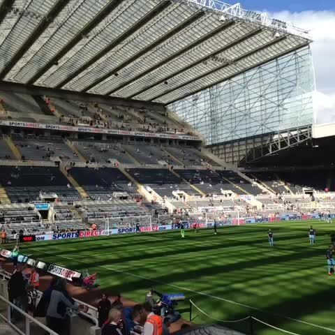 NUFCOfficials post on Vine - The teams are out warming up at St. James Park. What a beautiful day. #NUFC #NEWCRY - NUFCOfficials post on Vine