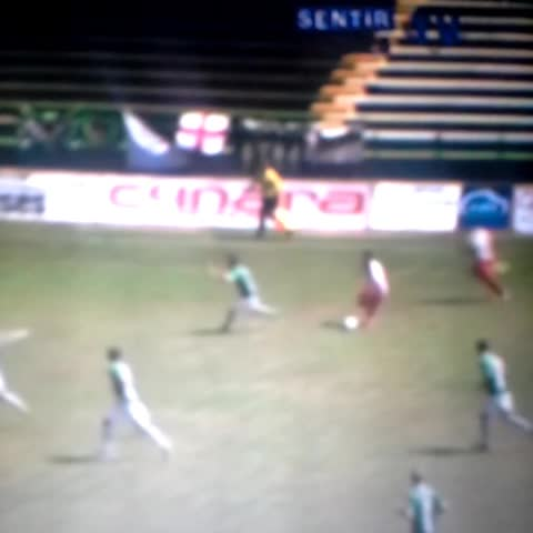 adrianbarrios®s post on Vine - La zurda de Iván Sánchez.  Golazo al Cacereño - adrianbarrios®s post on Vine