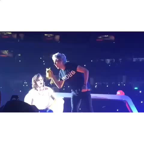 Vine by funny harry moments - Harry getting mad at Niall for dropping the pikachu ???????? // #harrystyles #onedirection #niallhoran