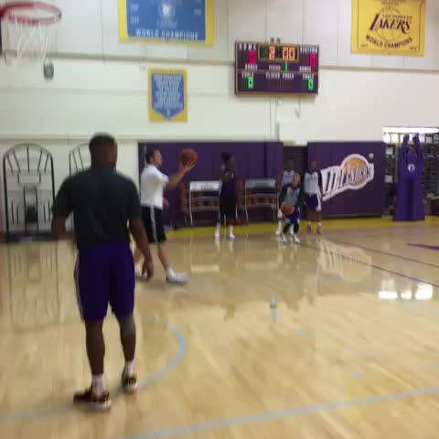 Lin & Swaggy from outside. - Lakerss post on Vine