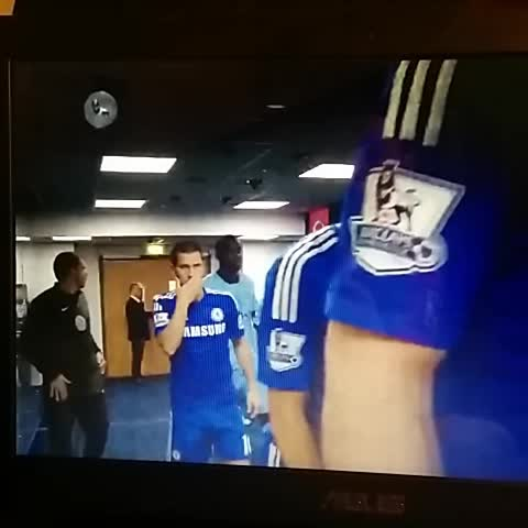 Stephens post on Vine - Yaya Toure fights Hazard in the rooms?! hahahah funny bastard. - Stephens post on Vine