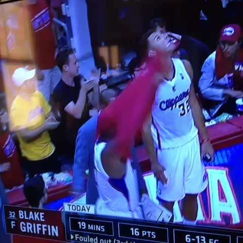 Blake Griffin giving it to the GS fan - James Oberhauss post on Vine