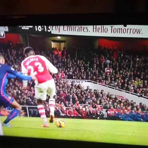 What a back heel from Welbeck. We miss his quality ???????????? - Angry Di Marias post on Vine