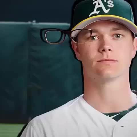 Buenisimo! Toca la pantalla para intentar colocar las gafas en los jugadores. - Vine by Vines Futbol - Buenisimo! Toca la pantalla para intentar colocar las gafas en los jugadores.