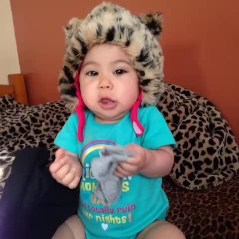 Cam and baby kays post on Vine - I wish i knew what she was saying..😐 - cam and baby kays post on Vine