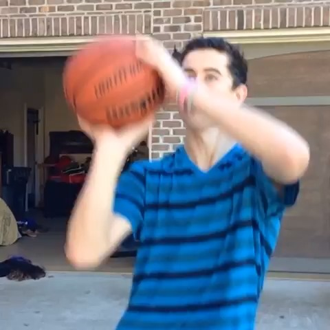 Vine by Nash Grier - How guys play basketball vs. How girls play basketball w/ Curtis Lepore, Alx James