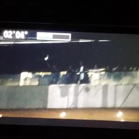 Vine by KKUNGD_BH - 찬열이 스페셜무대에 신난 흥백현 흥종대 #백현 #종대 #드림콘서트