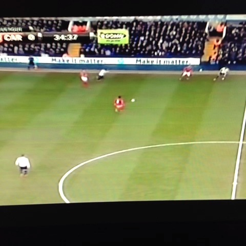 Jeeperss post on Vine - Vine by Jeepers - Gary Medel dicks Aaron Lennon twice #TOTvCAR #EPL