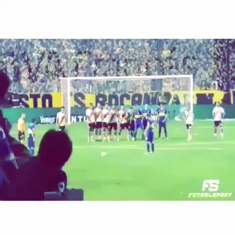 ⚽️Soccer Goals Daily⚽️s post on Vine - Vine by ⚽️Soccer Goals Daily⚽️ - ⚽️💨💨what a goal by riquelme #soccer #sports #golazo #goal #futbol #Freekick #skills #Upper90 #Riquelme