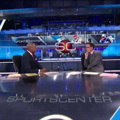 This anchor staredown took a turn for the unexpected... - SportsCenters post on Vine