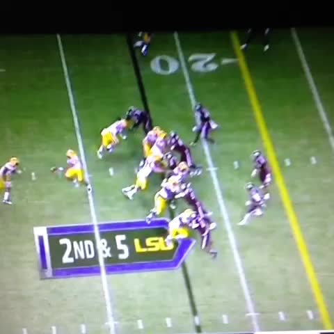 "Ross Dellengers post on Vine - #LSU Film Room: Here it is again. Reece Davis just after clip ends: ""Put him on the hood, Leonard!"" - Ross Dellengers post on Vine"
