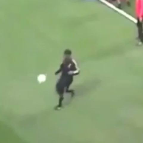 Soccer Kings post on Vine - The legend him self with a perfect touch and a nutmeg #soccer #football #legend #naenae #boss - Soccer Kings post on Vine