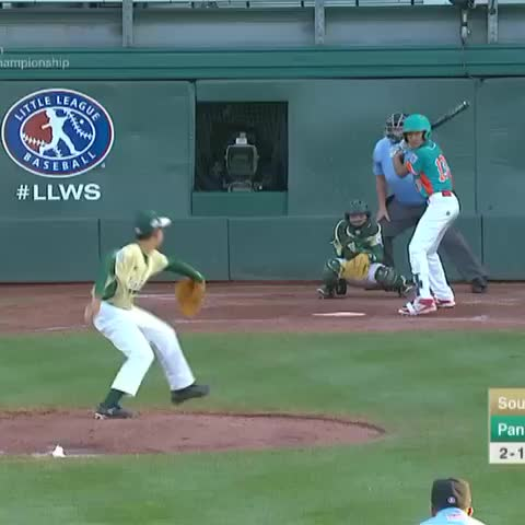 Vine by Baseball Tonight - Hitting a home run over just one fence is overrated. #LLWS