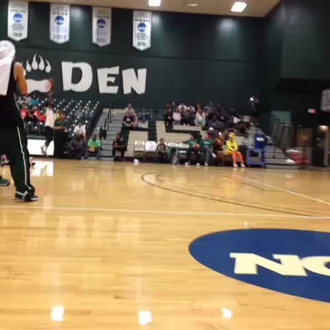 """Dustin Lamars post on Vine - Vine by Dustin Lamar - 🏀 how to shut down a dunk competition 👏👏👏 oh and hes 59"""" 🙌 #basketball #dunk #mustwatch"""