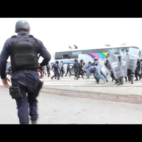 Vine by Bernardo Torres - Policías de Guerrero atacan a normalistas de Ayotzinapa en Chilpancingo