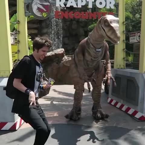 Vine by elrubius - Nunca intentes ser un dinosaurio delante de un dinosaurio