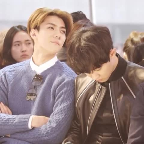 ☆IAM92LINE☆s post on Vine - มึงดูค่า! น้องฮุนสายตาจิกค่า...จิกตั้งแต่ล่างยันบน โอ้ยยพี่เค้าเดินไม่เป๊ะหรอคะ? ขัดใจหนูใช่ม่ะ #เซฮุนคนแมน - ☆IAM92LINE☆s post on Vine
