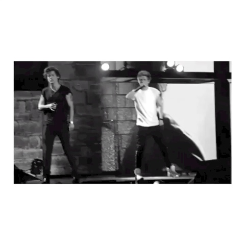 Narry dancing is one of the best things ever ok - Edits Yas?¿?s post on Vine