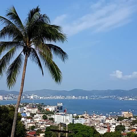 Vine by Felipe Salinas - Así está #Acapulco en este momento. Despejado y a 31 grados.