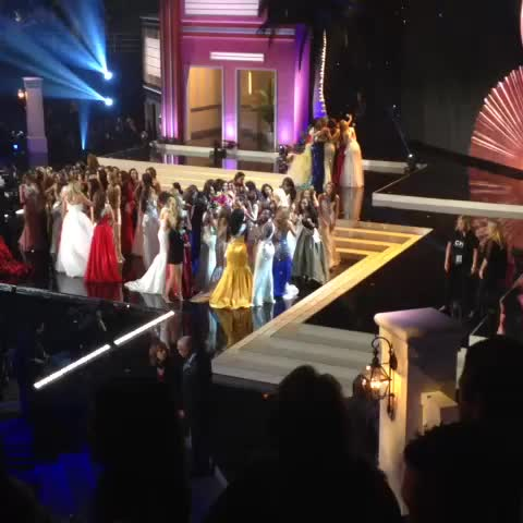"VIDEO: Crowd yelling ""Jamaica!"" while half the #MissUniverse contestants surround and cheer her on after crowning - Vine by thePageantGuy - VIDEO: Crowd yelling ""Jamaica!"" while half the #MissUniverse contestants surround and cheer her on after crowning"