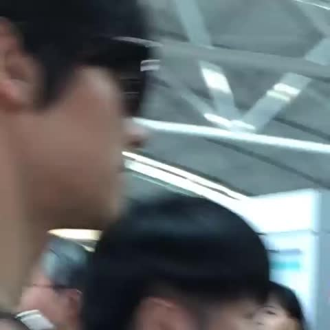 Vine by ♡ 윤호_ 유노♡ - [Fancam] 150529 Changmin heading to Thai. cr:yikwannnn