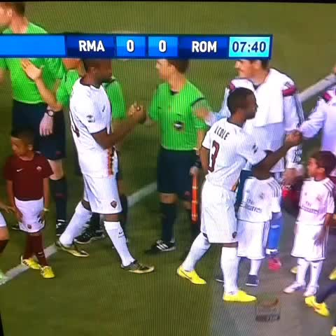 Tito Manjarrés Ms post on Vine - Keita le negó el saludo a Pepe. ADN culé. - Tito Manjarrés Ms post on Vine