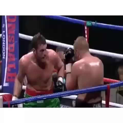 BreatheSports post on Vine - Vine by BreatheSport - Tyson Fury punching himself in the face. What a talent #boxing #punch #fail #LOL @BreatheSport