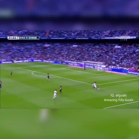 Ronaldos nutmeg ???????? - Vine by Amazing Fifa Goals - Ronaldos nutmeg 🙌😮