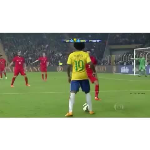 William fantastic skill!! ???????? #soccer #brazil #skill - Football Nation HDs post on Vine