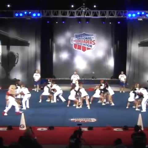 Nam Nguyenvus post on Vine - UGA Small Coeds stunts! 😍 Georgia Bulldogs Cheer Vines Best Of Cheerleading - Nam Nguyenvus post on Vine
