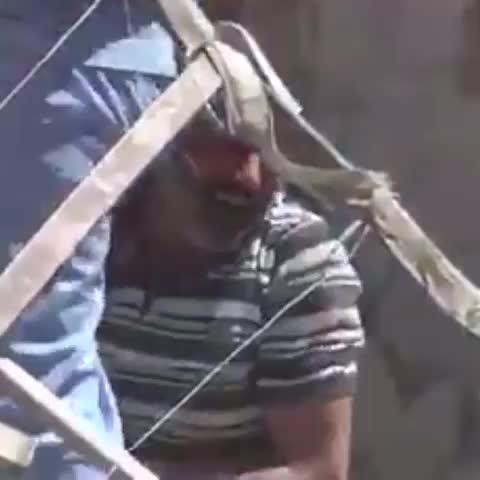Vine by Jerry Maher - عندما يبكي الرجال فإعلموا ان همومهم فاقت قمم الجبال.. لكم الله اخواننا في #حلب #جيري_ماهر