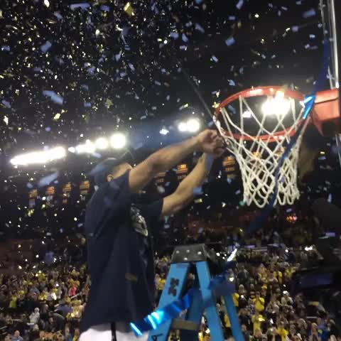 .@JustJMo goes first. #ThanksJMo - Michigan Basketballs post on Vine