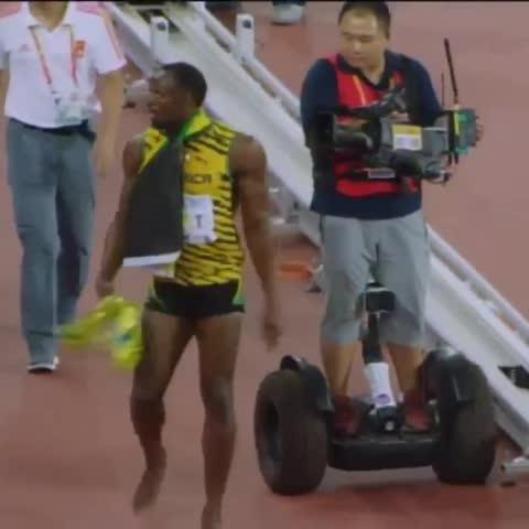 Camera men crashes into Usain Bolt after 200m race. #ibetup #ibet #GetReady #RaiseTheBar - Vine by ibetup - Camera men crashes into Usain Bolt after 200m race. #ibetup #ibet #GetReady #RaiseTheBar