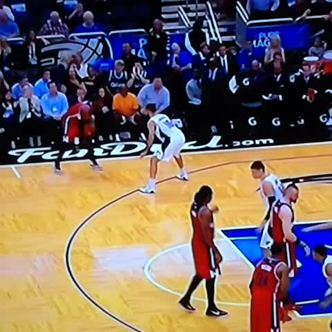 Wall puts the #Wizards up 4 with 25 seconds left lulling Fournier to sleep. - Kyle Weidies post on Vine