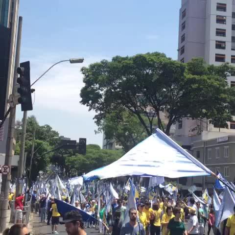 Multidão nas ruas de Belo Horizonte, #SomosAécioPresidente - Aécio Nevess post on Vine