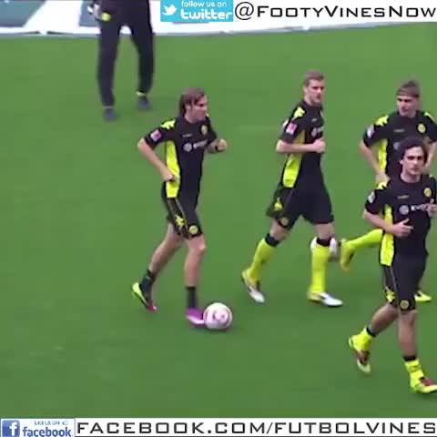 Stunning Football Goalss post on Vine - Großkreutz boom headshot #funny #fail #soccer #football #futbol #Dortmund #Bundesliga #German #Germany - @FootyVinesNows post on Vine