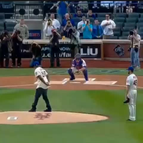 50 Cent throws out the first pitch at the #Mets game. - Bleacher Reports post on Vine