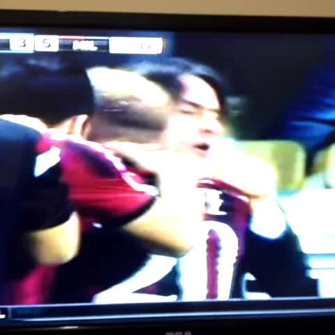 Davids post on Vine - ¡El GOLAZO de Menez! #ForzaMilan - Davids post on Vine