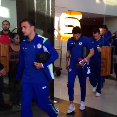 @Cruz_Azul_FC: Salida al estadio Caliente. VAMOS AZULES !!!!! #LealtadAzul - CRUZ AZUL FUTBOL CLUBs post on Vine