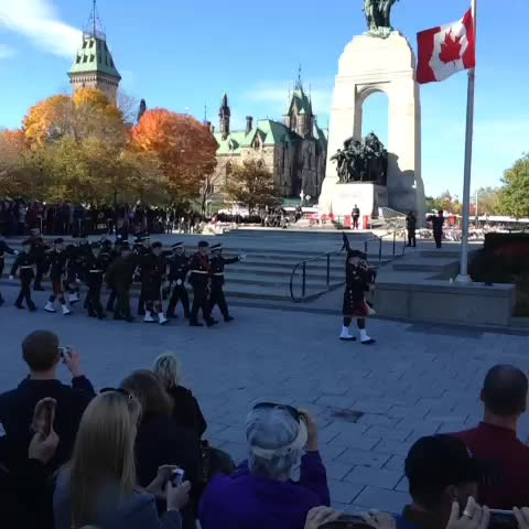Giacomo Panicos post on Vine - Soldiers of Honour Guard led away from National War Memorial #OttawaStrong - Giacomo Panicos post on Vine