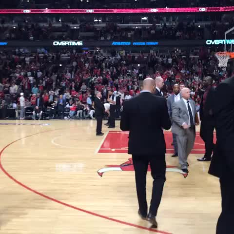 Wizards getting ready for OT #WizBulls #dcRising - Washington Wizardss post on Vine