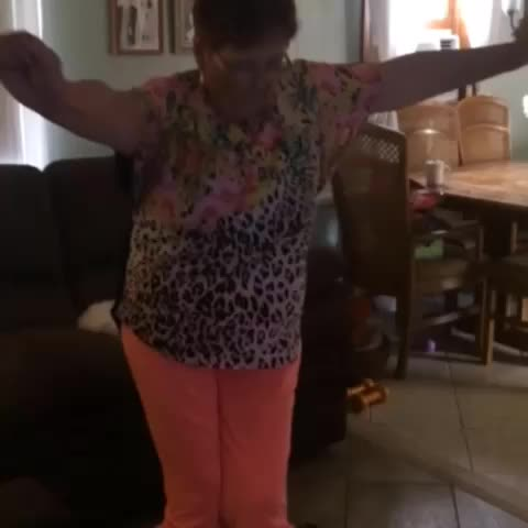 Shari Maries post on Vine - Shmoney dance 😫😂 - Shari Maries post on Vine