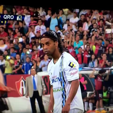 Ale Padins post on Vine - Golaaaazo de Ronaldinho!!!!!!! - Ale Padins post on Vine