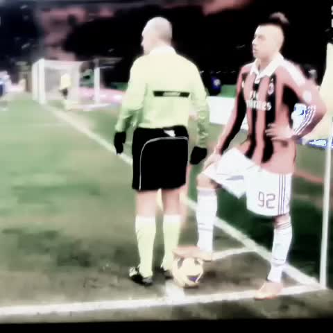 Everything About Soccers post on Vine - Epic! #Soccer #Football #Futbol #Futebol #milan #jogabonito #messi #ronaldo #Ronaldinho #likes #nike #bestvines #serieA #swag #nutmeg #magic - Everything About Soccers post on Vine